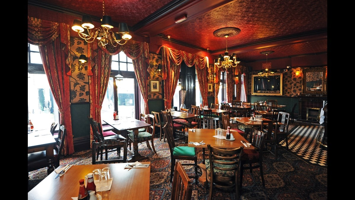 The Best Pubs in Knightsbridge – From Gastropubs to Old School Boozers