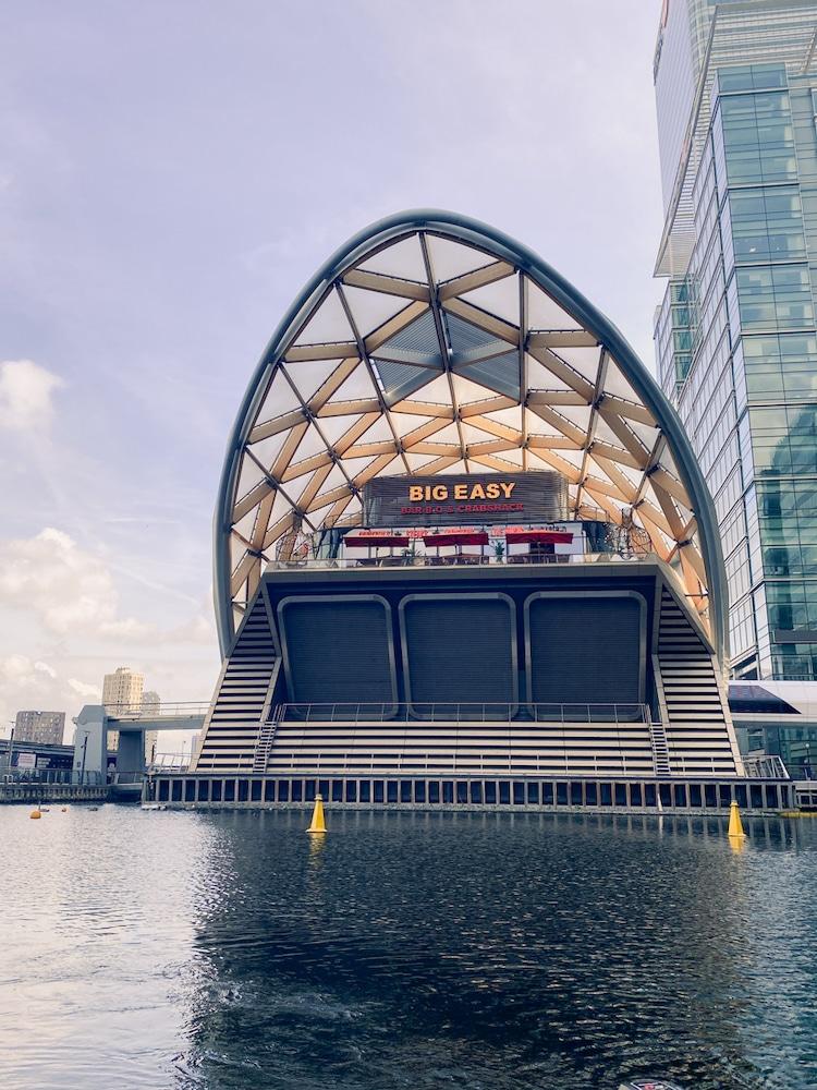 Skuna Boat Canary Wharf